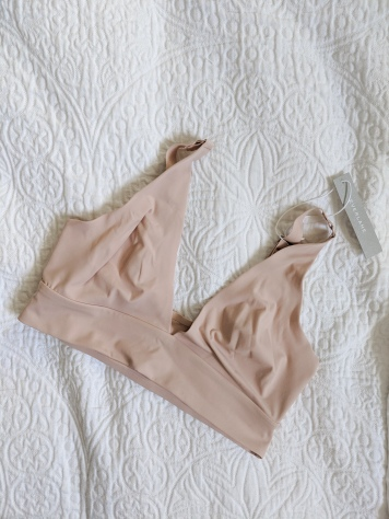 everlane renew bra front